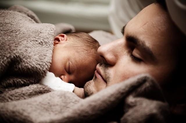 Euskadi elevará a 18 semanas el permiso de paternidad para sus funcionarios, equiparándolo con el de las madres