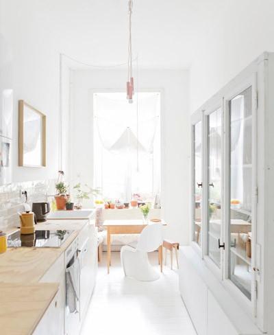 Cocina en blanco puro