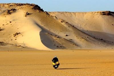 El Sahara en moto histórica. Villa Cisneros