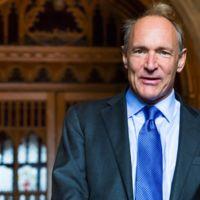 A Tim Berners-Lee no le gusta la internet actual, así que quiere reinventarla