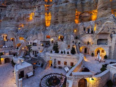 Impresionante hotel 5 estrellas construido en grutas