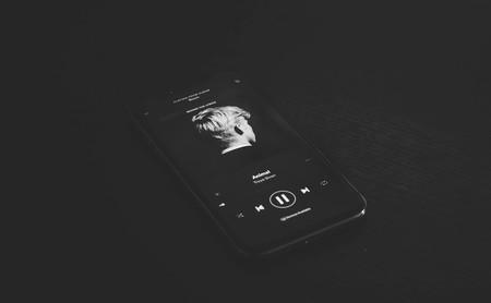 Cuando guardar un disco en Spotify es acceder a que una discográfica te rastree y controle tu librería musical