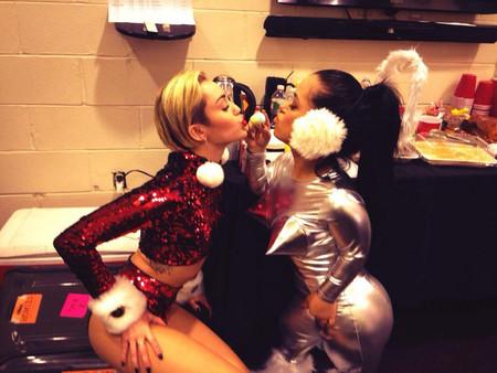 Miley Cyrus santa claus
