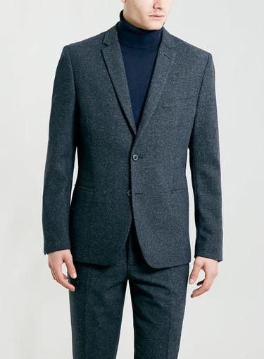 Antes de que llegue el calor tenemos que combinar traje de chaqueta con jersey de cuello alto