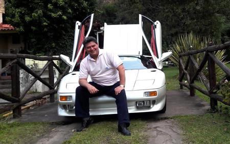 Joan Ferci con su Lamborghini Diablo