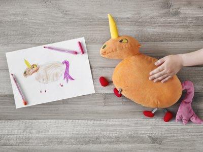 La nueva colección de peluches de IKEA diseñada por niños y para niños con fines solidarios