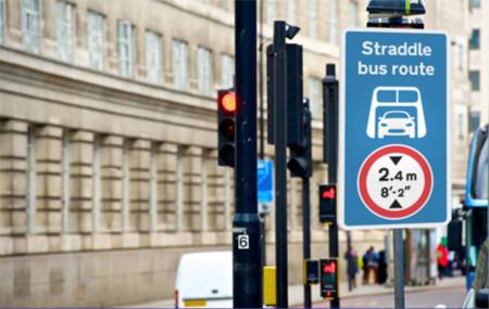 Señales de tráfico futuro - Straddlebus