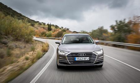 Audi A8 2018 en curva