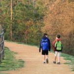 Las consecuencias negativas de llevar todo el conocimiento del curso colgando en la espalda: las pesadas mochilas
