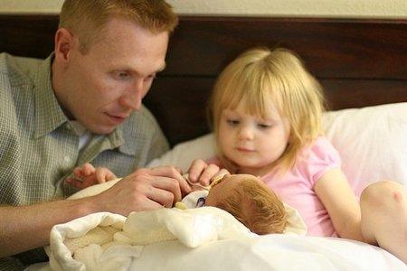 El permiso paternal obligatorio ayudaría a la conciliación familiar