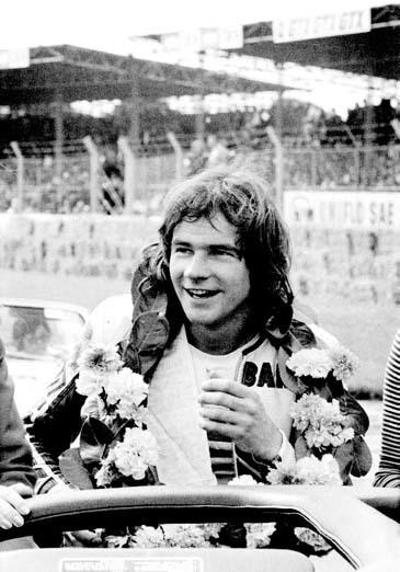 Barry Sheene campeón con Suzuki en 76 y 77