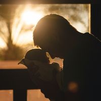 Un padre comparte la historia de su hijo, que nació con paladar hendido, para concienciar sobre esta malformación