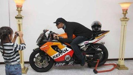 Cuando muera, no deseo ataúd, quiero que todos me vean sentado en mi motocicleta