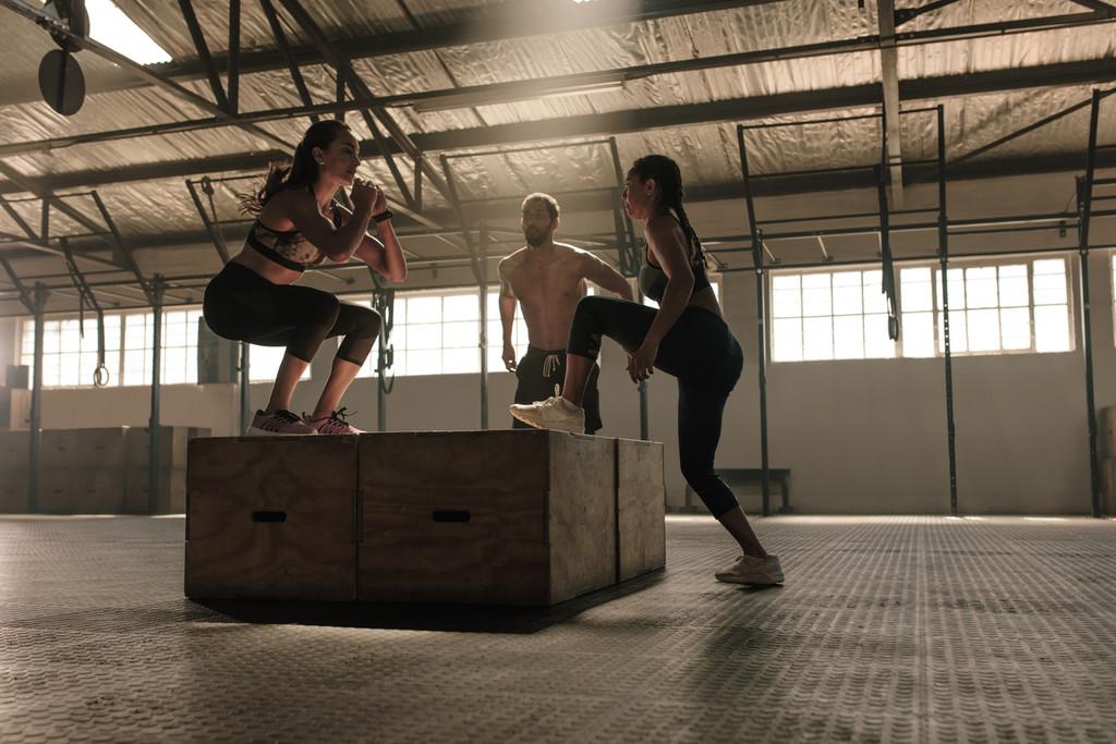 Step up o subida al cajón: un ejercicio sencillo para entrenar tus piernas