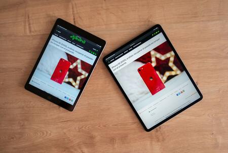 A la izquierda el iPad (estándar) de 2019, a la derecha el iPad Pro de 2020 (12,9 pulgadas).