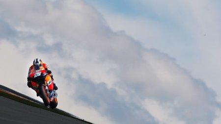 Cuando Superbikes y MotoGP se toparon en el camino