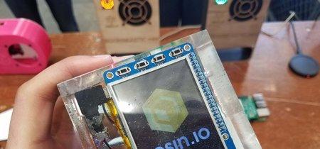 Lo más molón que puedes hacer con tu Raspberry Pi es encerrarla en resina transparente