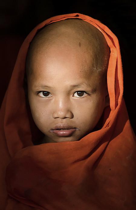 Malcolm Fackender - Novicios en Myanmar