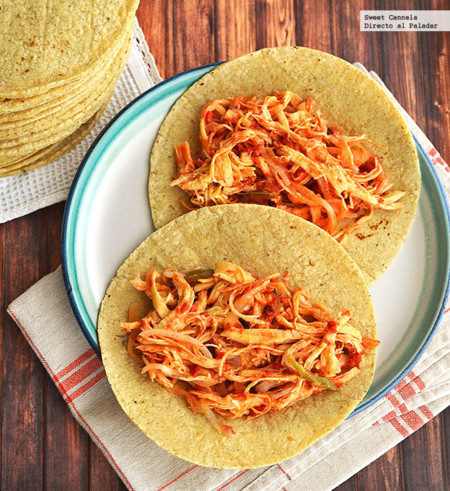 Tacos de pollo encebollado con chorizo. Receta
