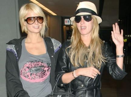 Nicky y Paris Hilton en Japón para Samantha Thavasa