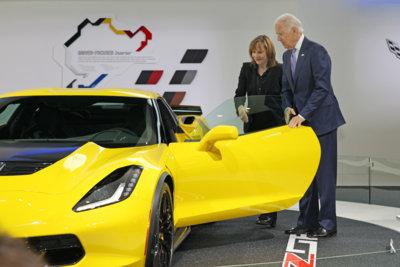 No tiene ni idea: el vicepresidente de Estados Unidos dice que los Corvette son mejores que los Porsche
