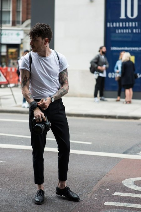 El Mejor Street Style De La Semana La Camiseta Blanca Se Impone Al Look Mas Formal Para El Verano 09