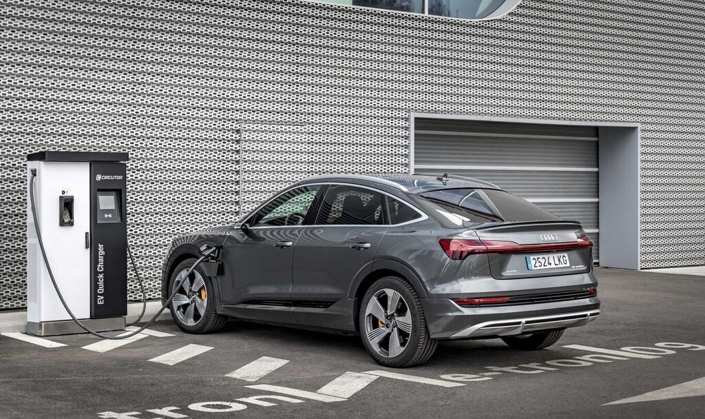 Carga inteligente para el Audi e-tron: los coches eléctricos empiezan a 'hablar' con la red para evitar colapsos