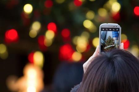 Las marcas no saben como parar a los smartphones. Canon ataca con publicidad y Nikon podría lanzar uno