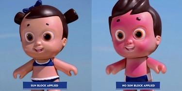 Una muñeca enseña a los niños a que deben usar protector solar
