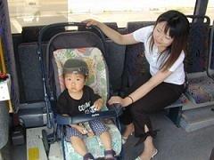 Cochecitos de bebé en el autobús