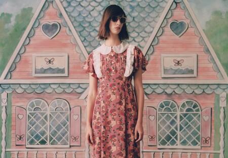 La NYFW se vuelve más femenina gracias a Anna Sui y su colección de vestidos, conjuntos y sombreros para el próximo verano