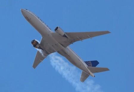 Boeing no levanta cabeza: tras el incidente con el motor en llamas ha ordenado suspender el vuelo de aviones modelo 777