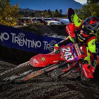 Tim Gajser se cuelga la medalla de oro en la última prueba de un mundial de Motocross que ya era suyo
