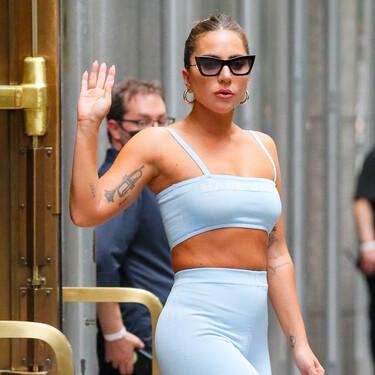 Mallas ciclistas y botas altas, la apuesta más arriesgada de Lady Gaga para combinar los shorts favoritos del verano