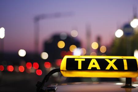 """Taxistas rechazan la supuesta aplicación que creará el GDF para """"mejorar su servicio"""""""