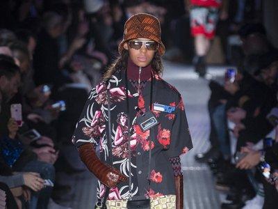 Prada reinterpreta sus estampados más míticos en un desfile unisex durante la Semana de la Moda Masculina de Milán