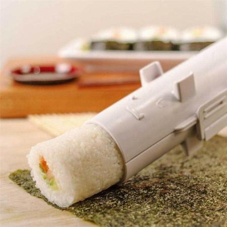 Prepara tu propio sushi sin desparramarlo por la cocina con este utensilio de Bron Coucke. Sólo 9,99 en Amazon