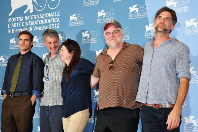 Joaquin Phoenix, Daniel Lupi, JoAnne Sellar, Philip Seymour Hoffman y Paul Thomas Anderson