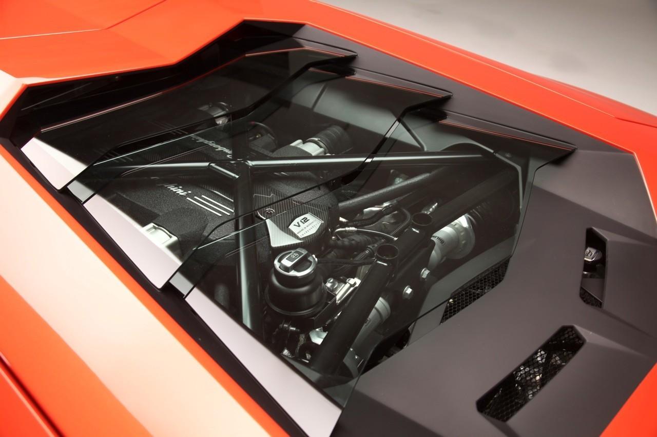 Foto de Lamborghini Aventador LP700-4 (10/62)