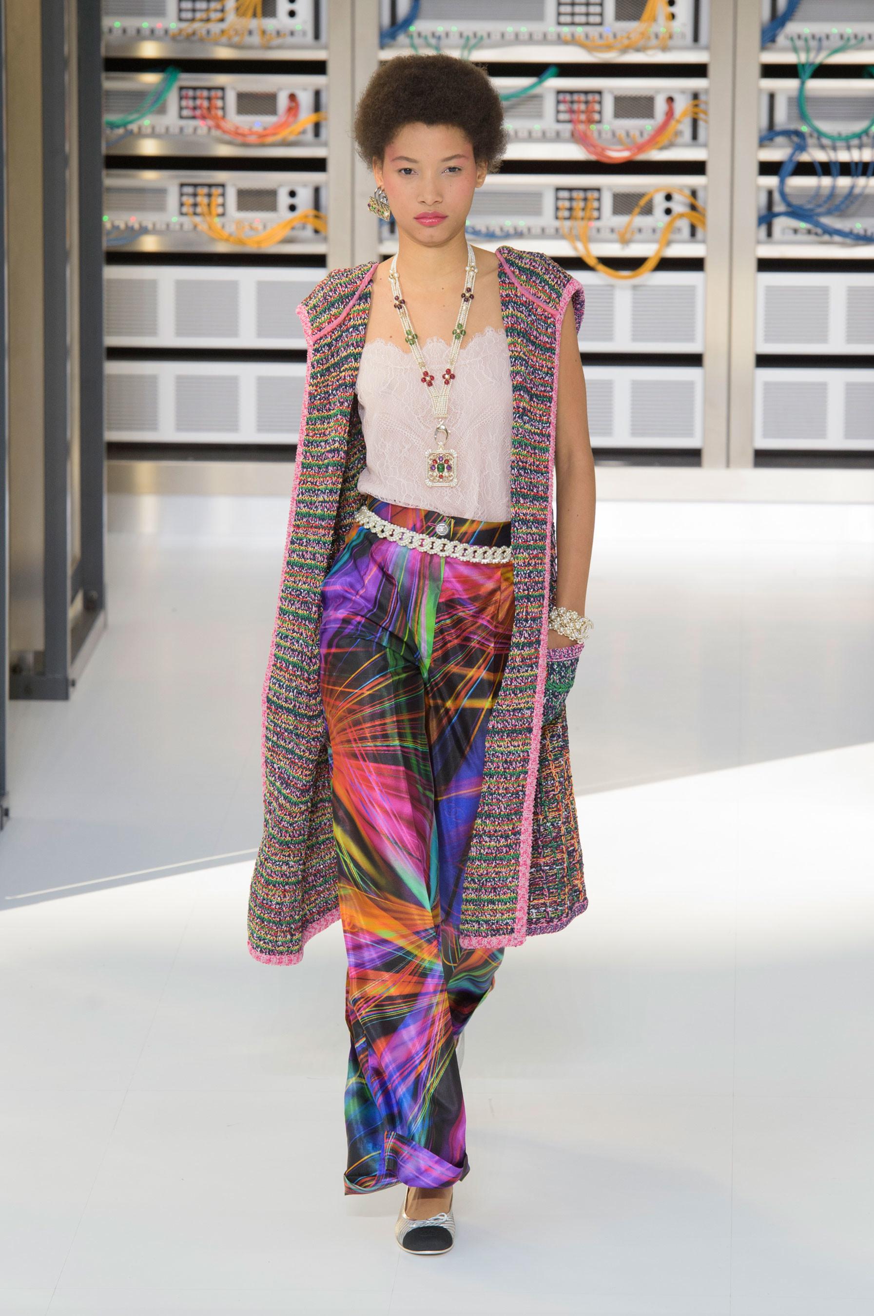 Foto de El regreso al futuro de Chanel en su colección Primavera-Verano 2017 (52/96)