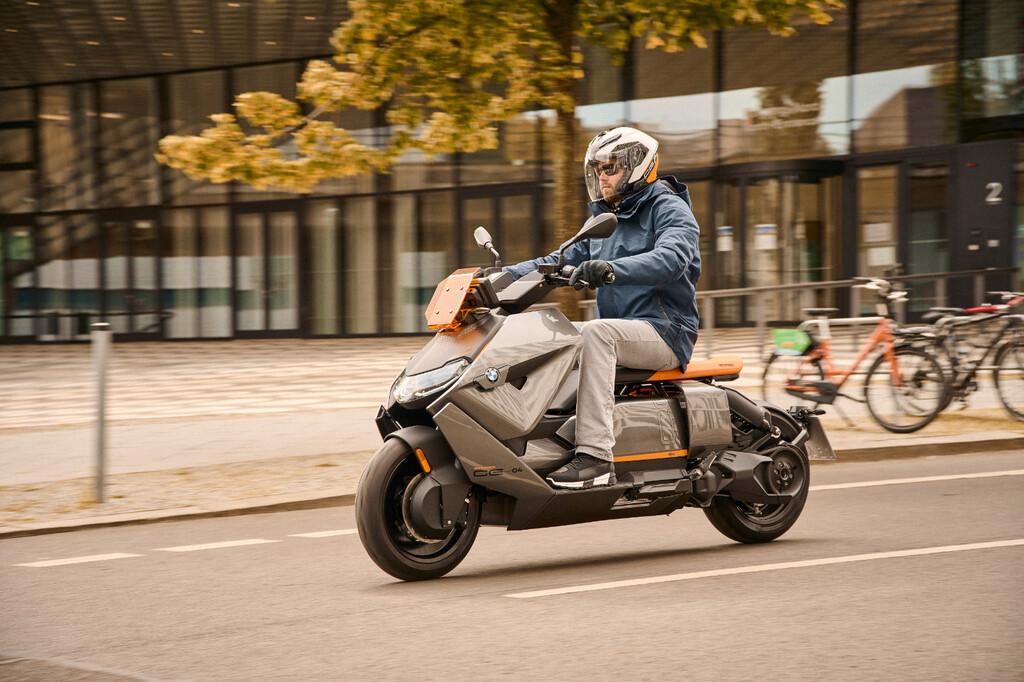BMW CE 04: el concepto de moto eléctrica futurista de BMW se hace realidad y alcanza los 120 km/h