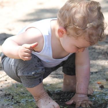 Dejarlos que se ensucien no es malo: siete importantes razones por las que dejar que tus hijos se manchen
