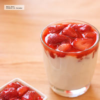Fresas al ron con yogur avainillado. Receta saludable