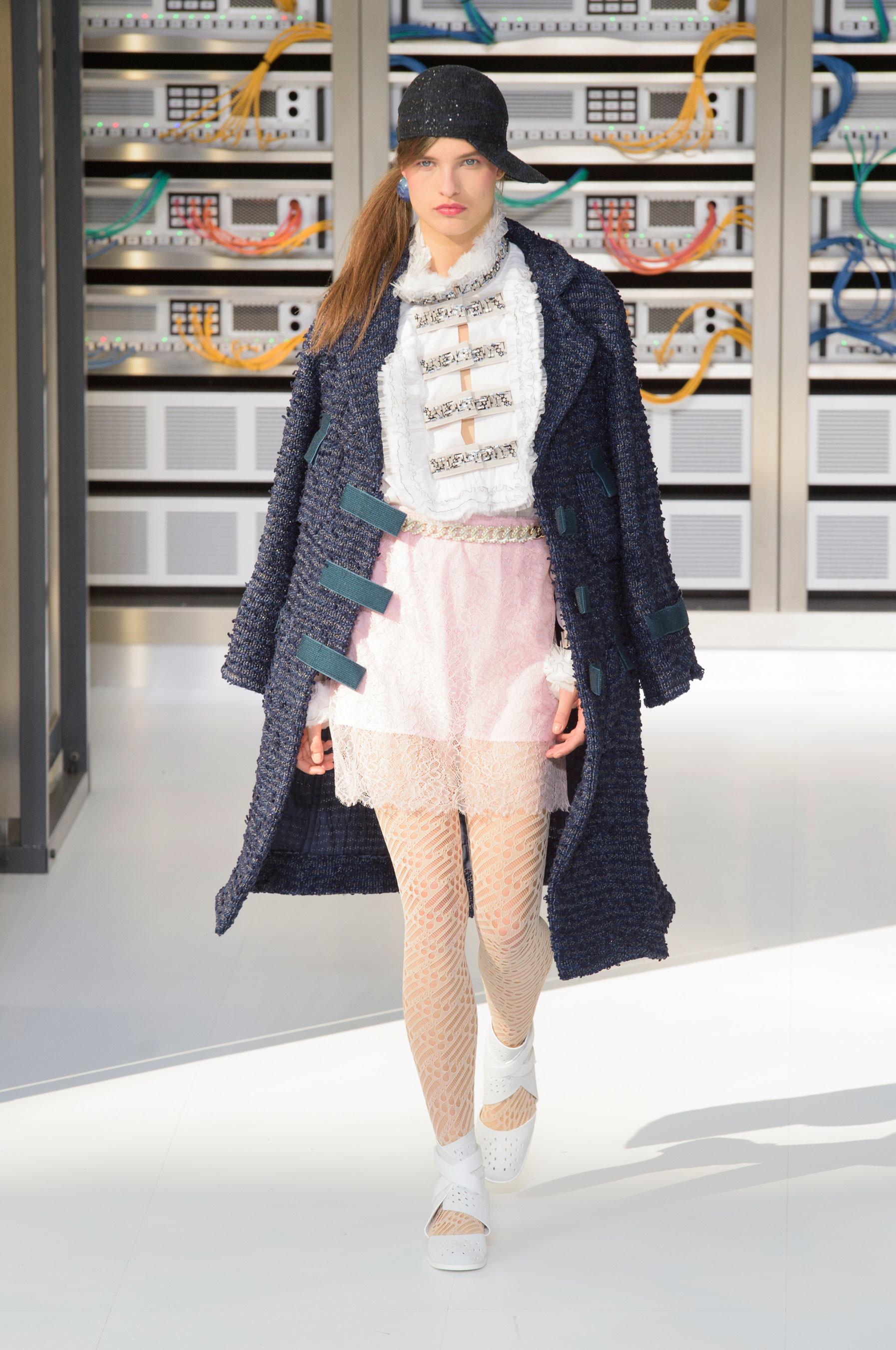 Foto de El regreso al futuro de Chanel en su colección Primavera-Verano 2017 (59/96)