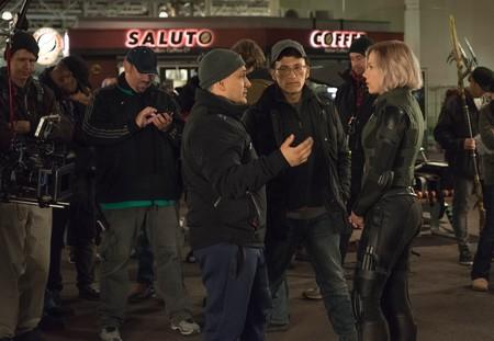 Los Russo hablan con Scarlett Johansson en el rodaje de Infinity War