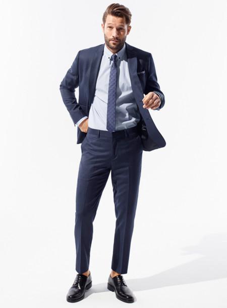 Sin calcetines y en gama de azules así es la propuesta sartorial de la temporada