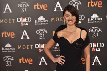 Penélope Cruz, nuestra actriz más internacional, confía en Versace para sorprender en los Goya 2017