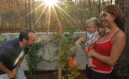 """""""La dedicación a la crianza de mi hijo me está ofreciendo mucho a nivel personal"""". Entrevista a Jose Ernesto Juan, fundador de la Asociación Besos y Brazos"""