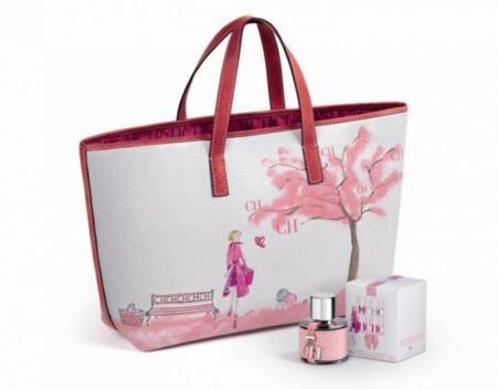 Bolso y perfume de Carolina Herrera contra el cáncer de mamas