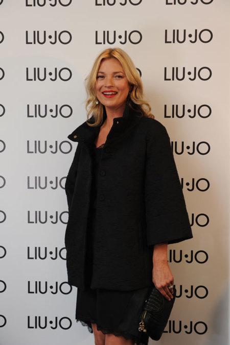 Kate Moss inaugura la tienda de Liu Jo en Milán